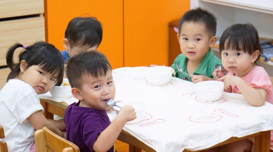 和同學們一起吃飯
