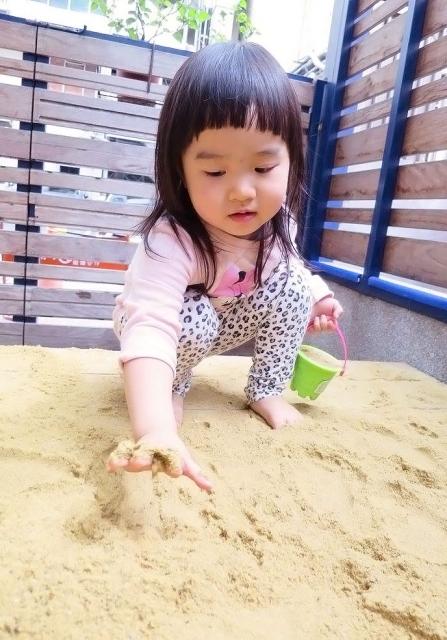 細細體會沙的觸感